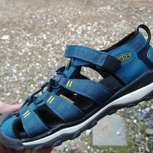 Keen waterproof sandals sz 3y